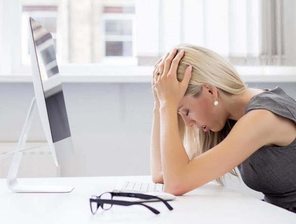 girl stressed at forex trading